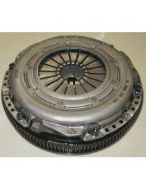 Kit embrayage renforcé SACHS PERFORMANCE diamètre 240mm avec disque métal et volant moteur (600Nm)